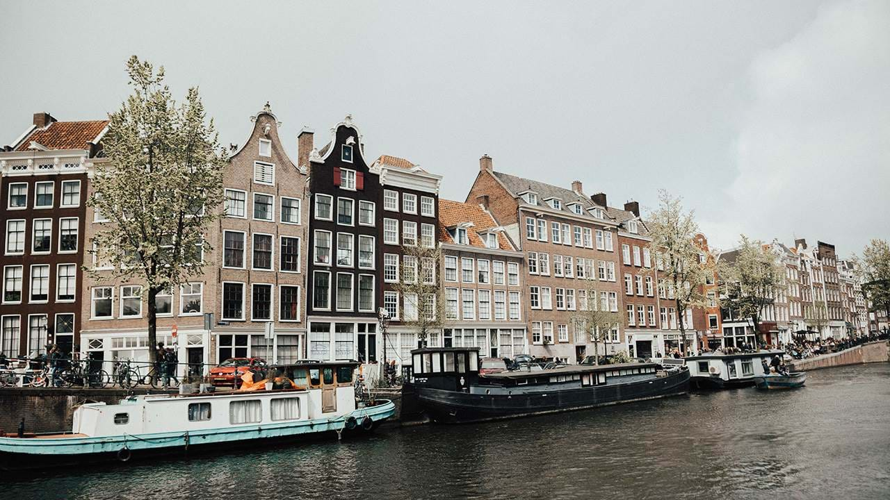 amsterdam-the-netherlands-houses-at-the-canals