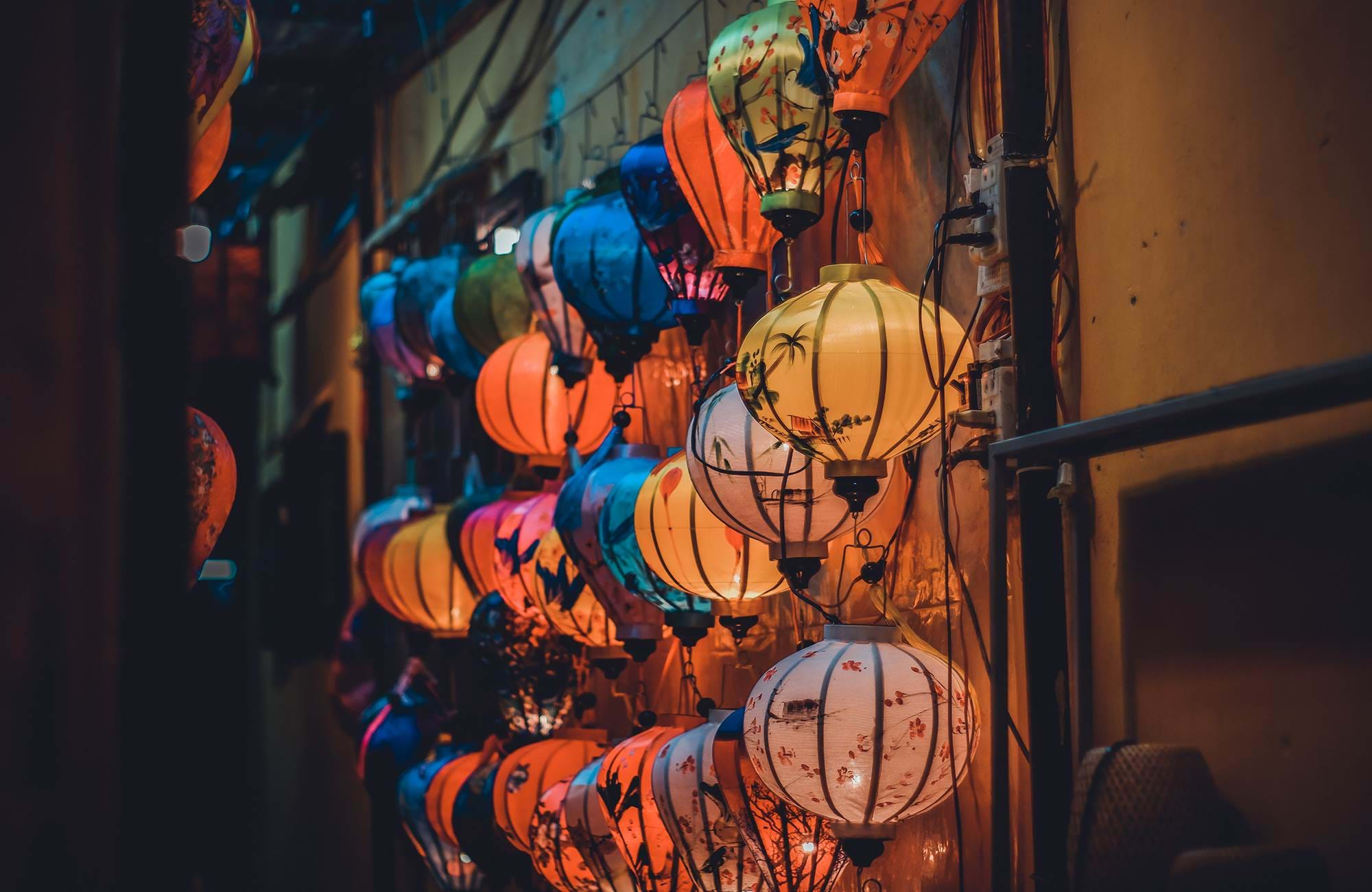 hoi-an-vietnam-market-street-colorful-lanterns