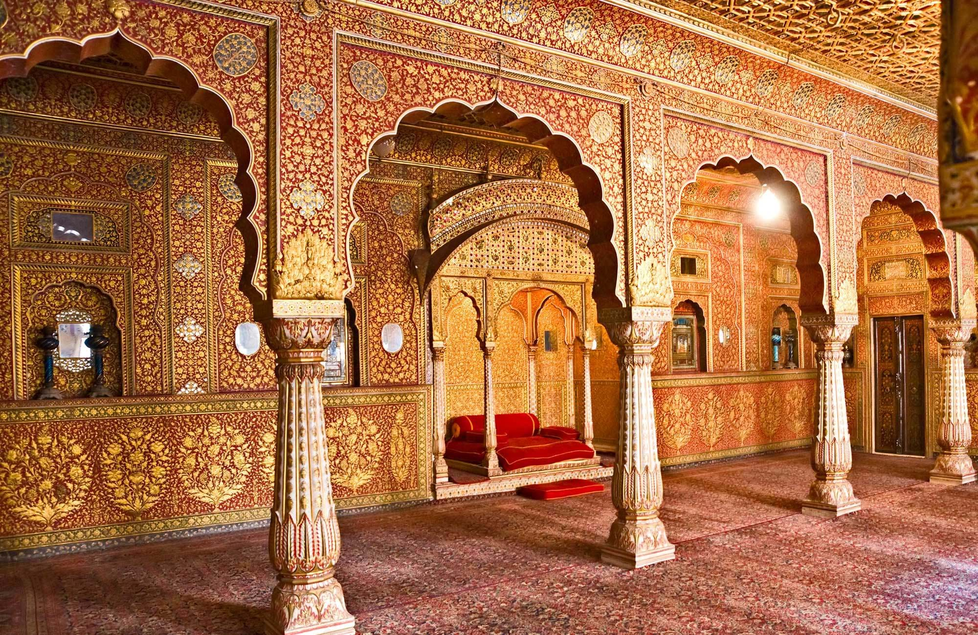 india-rajasthan-ornate-palce-interior