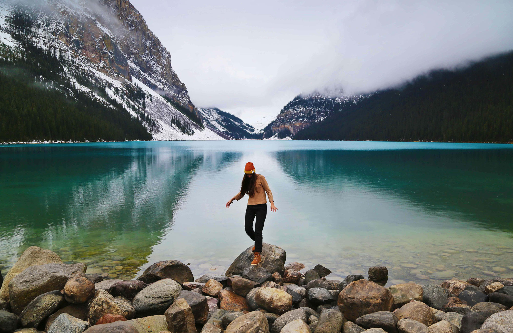 tjej vid Lake Louise, Banff National Park | KILROY