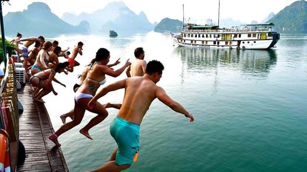 58a2650149bd6_1588_ha-long-boat-jump