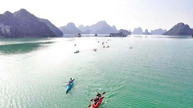 5b7b794e13e00_1588_ha-long-bay-kayaking
