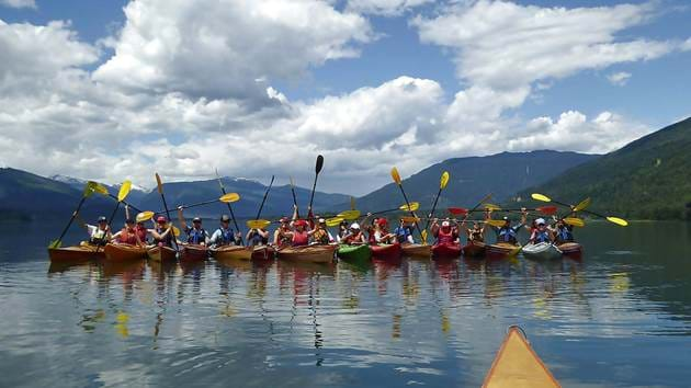 revelstoke-kayaking-group-paddles-up_1280x720_for_navi_web